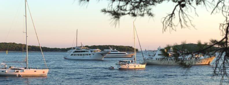 hvar island sailing in croatia