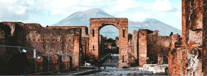 pompeii places to visit italy