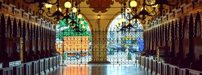 visit cloth hall krakow